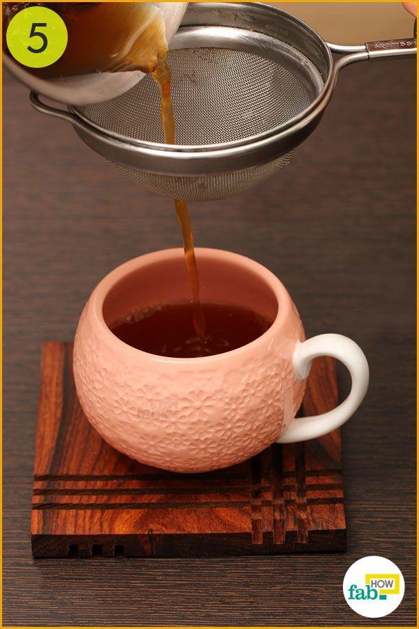 चाय को छान लें