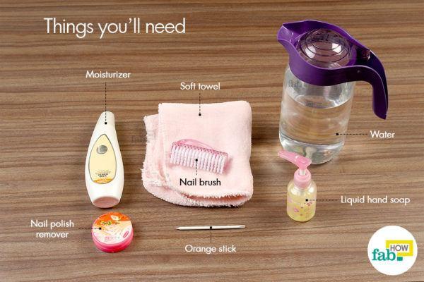 घर पर हाथ के नाखूनों की सफाई और देखभाल करने लिए आवश्यक सामग्री