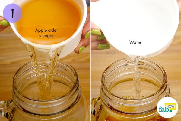 समान मात्रा में सेब के सिरके और पानी को मिलाएं