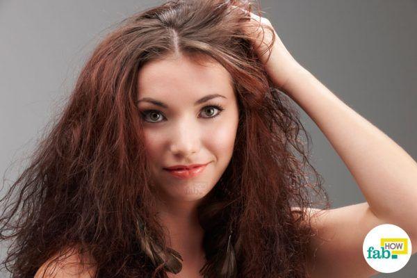 उलझे और कड़े बालों से छुटकारा पाने के घरेलू उपाय