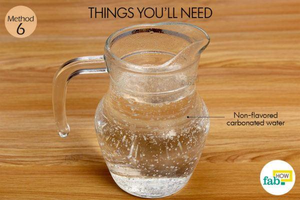 कार्बनयुक्त पानी (सोडा वाटर) द्वारा उलझे और कड़े बालों से छुटकारा पाने के लिए आवश्यक सामग्री