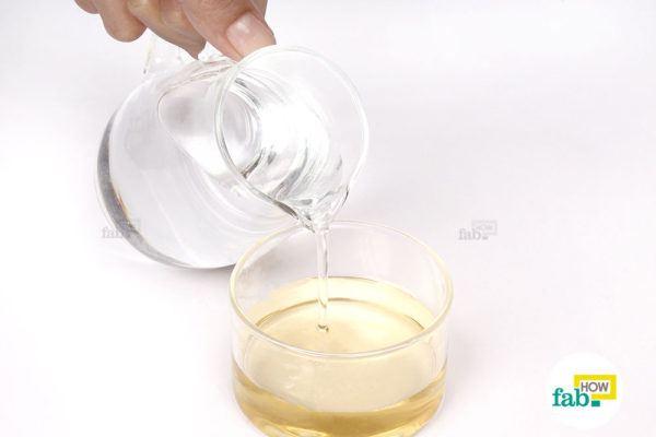 सेब के सिरके में पानी मिलाइए