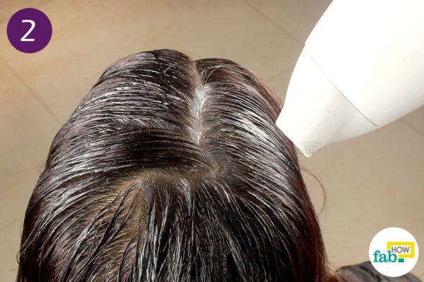 अच्छी तरह से बालों को सुखा लीजिये