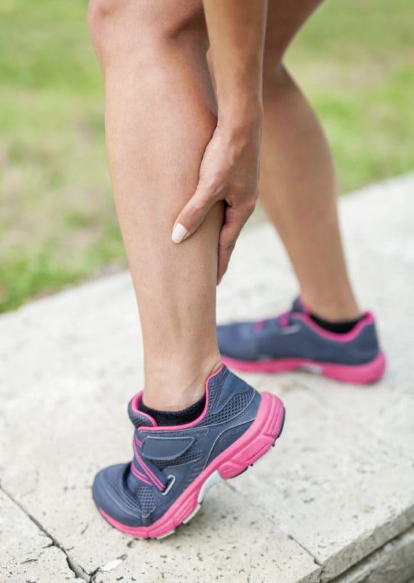 पैरों में ऐंठन होने पर व्यायाम करें