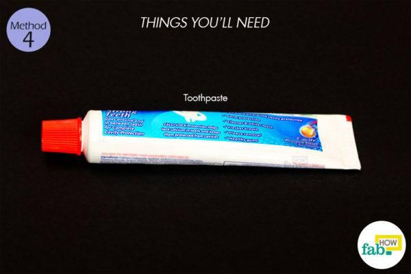 विधि 4: टूथपेस्ट द्वारा मुंहासों से छुटकारा पाने के लिए आवश्यक सामग्री