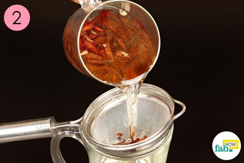 तैयार दालचीनी चाय को छान लीजिये