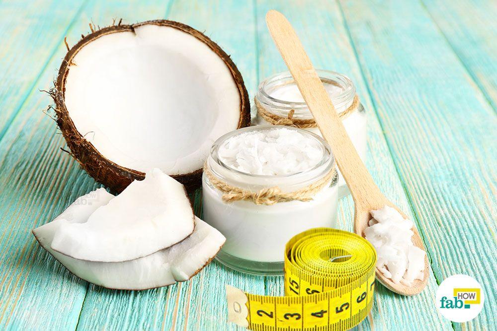 नारियल तेल से सरलता से वजन कम हो जाता है