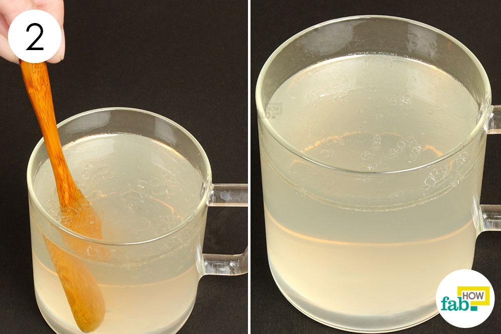 नींबू-नारियल पेय को मिला लें