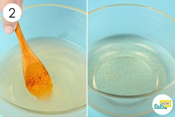 बाथटब के गर्म पानी में तैयार मिश्रण को मिला दीजिये