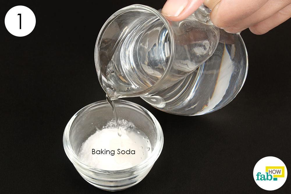 हाइड्रोजन परॉक्साइड और बेकिंग सोडा को मिला लें