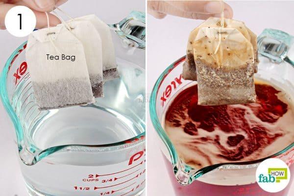 गर्म पानी में टी बैग डालिए