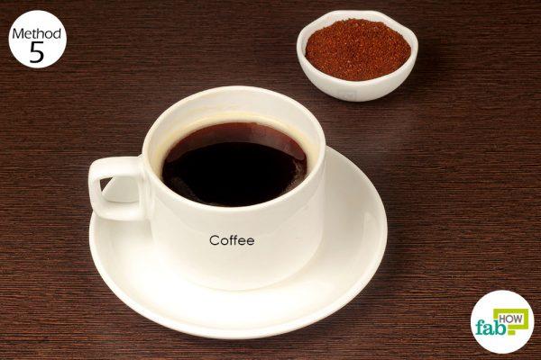 कॉफ़ी की तेज सुगंध से शराब की बदबू से छुटकारा पाइए