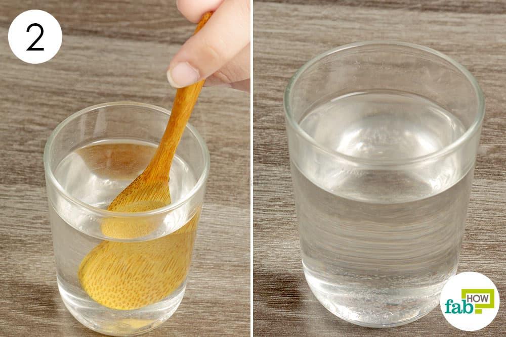 पानी में बेकिंग सोडा को अच्छे से मिला लीजिये