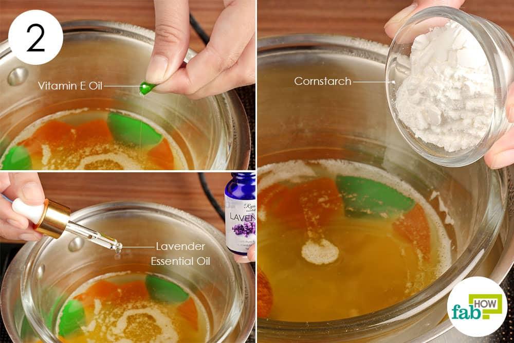 लैवेंडर का तेल, कॉर्नस्टार्च और विटामिन-ई तेल डालें