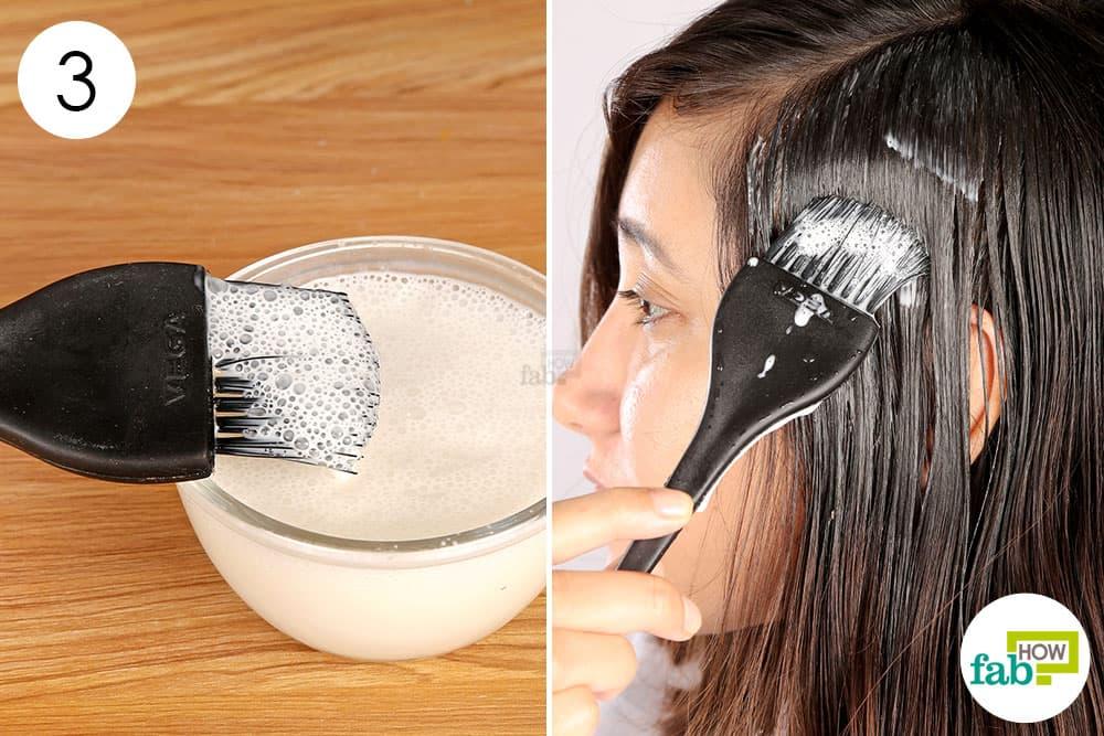 बालों पर तैयार पेस्ट लगाएं