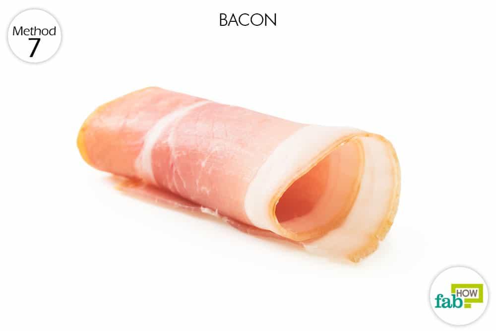 सूअर के मांस को नाक के अंदर रखिये