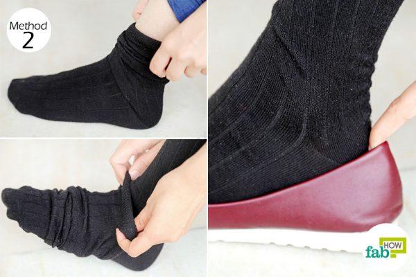 शू बाइट से बचने के लिए दो जोड़ी मोज़े पहनना एक सरल उपाय है