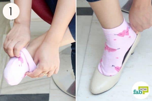 ब्लो ड्रायर का इस्तेमाल करने से पहले मोज़े पहन लीजिये