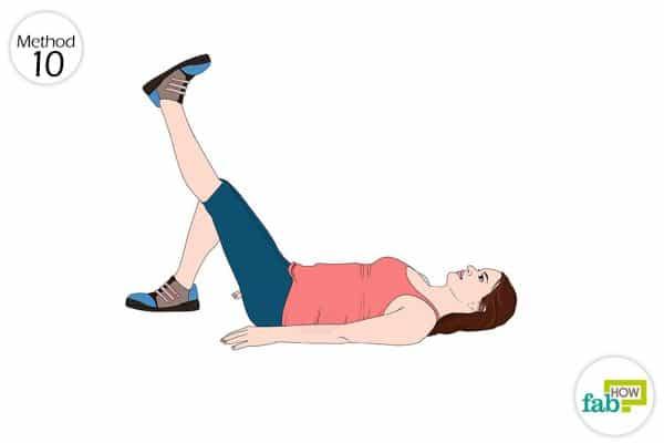 पैर को सीध उठाने का व्यायाम कीजिये