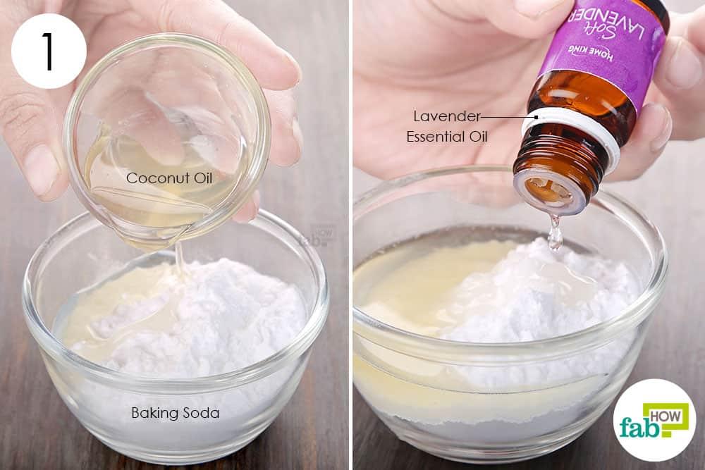 बेकिंग सोडा, शुद्ध नारियल तेल और लैवेंडर तेल को मिला लें