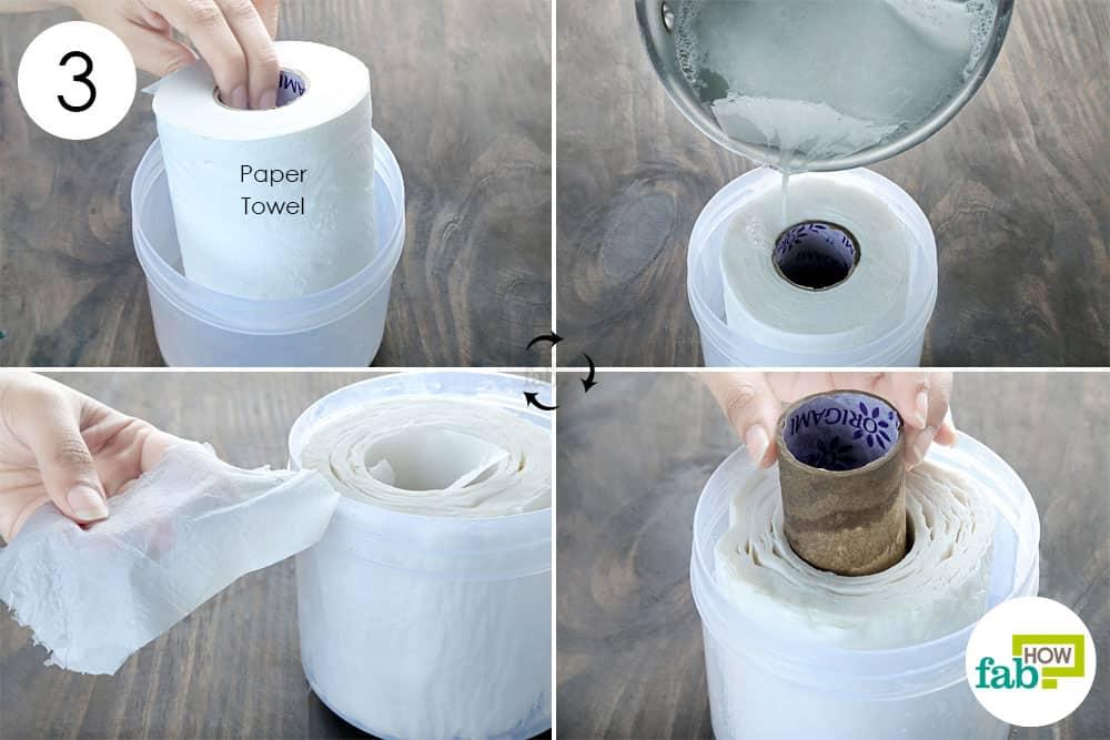 तैयार मिश्रण को पेपर टॉवल रोल में डालिए