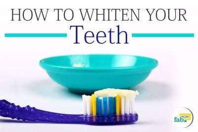 सिर्फ दो मिनट में पीले दांतों को चमकाएं