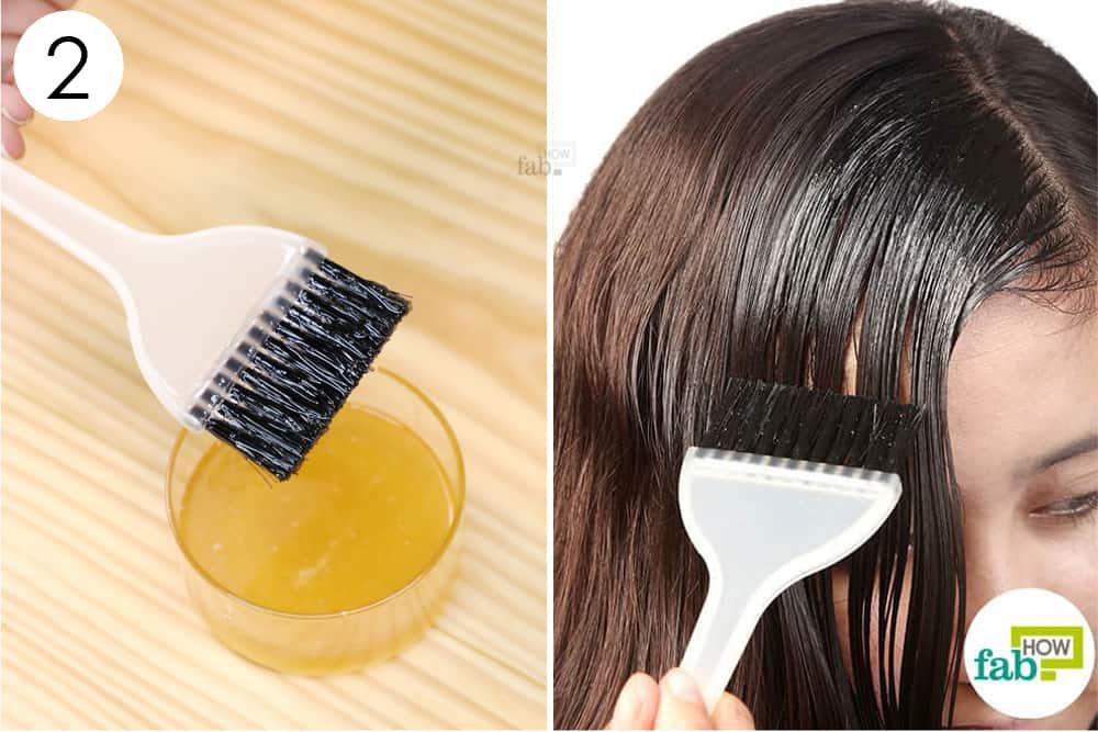 तैयार मिश्रण को बालों पर लगायें